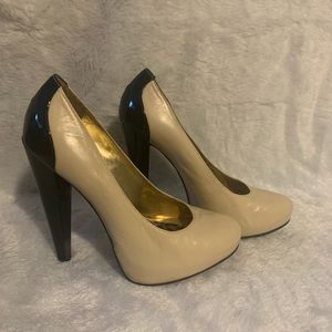 Cathy Jeans Brazil nude & black heels